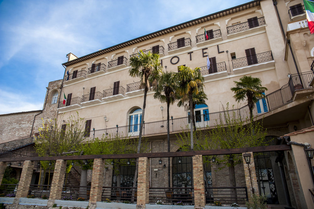 HOTEL SUBASIO